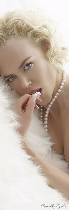 Nicole Kidman, Blonde, Very Fair Skin and Pearls to Accentuate, T. Nicole Kidman, Most Beautiful Women, Beautiful People, Star Wars, Portraits, Celebs, Glamour, Photoshoot, Actresses