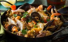 This recipe combines three classic Canadian ingredients; beer, bacon and mussels. If we didn't have you at beer, bacon & mussels – this dish comes together in one pan, so clean up is a breeze. Barcelona Wine Bar, Barcelona Food, Boston Restaurants, Barcelona Restaurants, Boston Food, Seafood Paella, Shrimp Appetizers, Recipe Search, Mussels