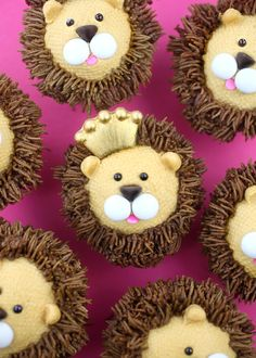 Royally Cute Lion Cupcakes – bakerella.com