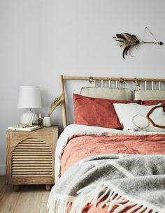 Salmon pink linen bedding and wooden bed in the bedroom of the fabulous Sydney home of photographic interior stylist Kerrie-Ann Jones. Trendy Living Rooms, Interior Stylist, Salmon Bedroom, Bedroom Inspirations, Interior, Bedroom Decor, My Scandinavian Home, Beautiful Bedrooms, How To Make Bed