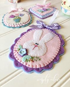 Read more about kids Easter crafts Easter Projects, Easter Crafts For Kids, Felt Projects, Spring Crafts, Holiday Crafts, Felt Embroidery, Felt Christmas Ornaments, Christmas Nativity, Felt Decorations