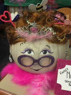 Fancy Nancy Storybook pumpkin - Real Time - Diet, Exercise, Fitness, Finance You for Healthy articles ideas Halloween Celebration, Halloween Party Decor, Halloween Kids, Halloween Pumpkins, Halloween Crafts, Pumpkin Books, Pumpkin Crafts, Pumpkin Ideas, No Carve Pumpkin Decorating