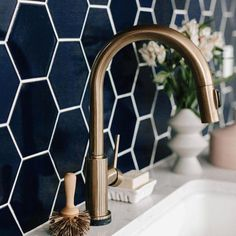 A deep dark blue hex tile paired with brassy bonze for some Tuesday inspiration!- A deep dark blue hex tile paired with brassy bonze for some Tuesday inspiration!… A deep dark blue hex tile paired with brassy bonze for… - Hex Tile, Hexagon Tiles, Marble Tiles, Tiling, Honeycomb Tile, Hexagon House, Black Hexagon Tile, Subway Tile, Interior Minimalista