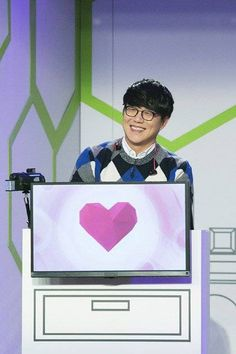 Singer Sung Si Kyung compared 'We Got Married' to the upcoming JTBC variety program 'Dating Alone'.At the press conference for 'Dating Alone'… Dating Chat, Dating Games, Online Dating, Sung Si Kyung, Eun Ji, Korean Music, Korean Drama, Dating Application, Dating Simulator