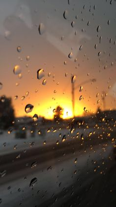 Photography on Raining Day of Window View and Window Glass raindrops - Rainy Day Photography, Plane Photography, Nature Photography, Photography Backgrounds, Aesthetic Pastel Wallpaper, Aesthetic Wallpapers, Rainy Wallpaper, Whatsapp Wallpaper, Quran Wallpaper