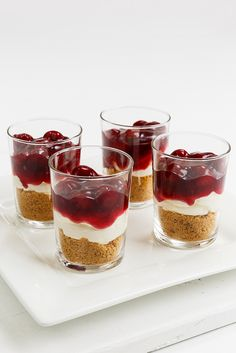 Cheesecakes in a glass Anna-Maria Barouh http://www.instyle.gr/recipe/cheesecake-se-potiria/