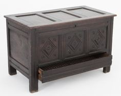 17th century oak coffer (c. 1630 to 1680 England)