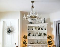 White Farmhouse Christmas Dining Room