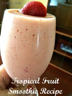 A delicious meal replacement recipe! Fresh and tasty. Tropical Fruit N Yogurt Smoothie Recipe Strawberry Mango Smoothie, Smoothie Recipes With Yogurt, Yogurt Smoothies, Healthy Breakfast Smoothies, Smoothie Diet, Frappuccino Recipe, Clean Recipes, Juicing, Tropical