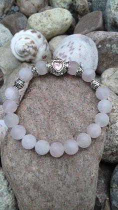 Collection petite princesse bracelet de jade rose agrémenté d'une bille avec faux diamant rose en forme de coeur de la boutique dBrobijoux sur Etsy