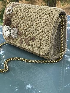 How to Choose The Right Handbag Sewing Patterns?Exclusive handmade c Crochet Shell Stitch, Crochet Lace Edging, Knit Crochet, Crochet Wallet, Crochet Gifts, Crochet Handbags, Crochet Purses, Stylish Handbags, Fabric Bags
