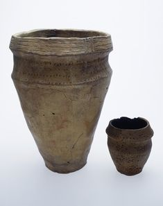 Title:  Early Bronze Age cremation vessels: 2200-700 BC
