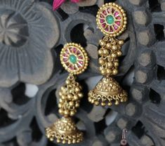 Gold Jhumka Earrings, Gold Earrings Designs, Fancy Jewellery, Temple Jewellery, India Jewelry, Gold Jewelry, Labret Jewelry, Jewelry Model, Jewelry Patterns