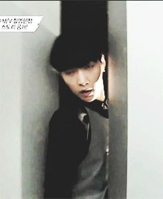 Lay atorado entre la pared