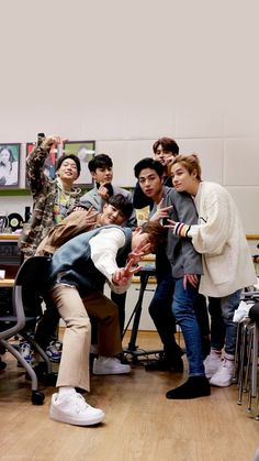 iKon is here! Kim Jinhwan, Chanwoo Ikon, Bobby, Yg Entertainment, Fandom, Ikon Songs, Ikon Member, Warner Music, Ikon Wallpaper