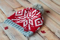 Share your Canadian pride with this Team Canada Olympics hat! The hat features a beautiful crochet fair isle snowflake pattern, and only uses 2 colors, so it's simple to do. Loom Knitting Patterns, Crochet Patterns, Hat Patterns, Knitting Tutorials, Free Knitting, Stitch Patterns, Knitting Machine, Knitting Ideas, Crochet Ideas