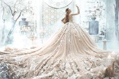 Here Comes The Queen! 20 Unbelievably Gorgeous Wedding Dresses that Wow!