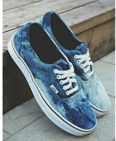 They don't have to be Vans or Converse. Just something more fashionable but still comfy Sock Shoes, Cute Shoes, Me Too Shoes, Shoe Boots, Jeans Shoes, Fashion Models, Fashion Shoes, Fashion Designers, Fashion Fashion