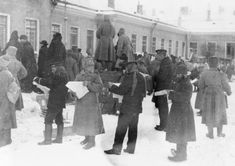 The Russian Revolution: the overthrow of the Tsar, March 1917. Military personnel and civilians reading news-sheets issued by the Duma after the Tsar''s abdication.