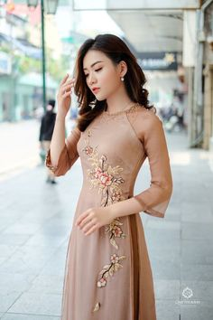 See related links to what you are looking for. Vietnamese Wedding Dress, Vietnamese Dress, Vietnamese Traditional Dress, Traditional Dresses, Ao Dai, Stylish Dresses For Girls, Girls Dresses, Indian Gowns Dresses, Cheongsam Dress