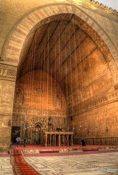 islamic-cultures: Sultan Hassan Mosque, Cairo, Egypt by Saira Bhatti Religious Architecture, Ancient Architecture, Beautiful Architecture, Art And Architecture, Old Egypt, Cairo Egypt, Ancient Egypt, Islamic World, Islamic Art