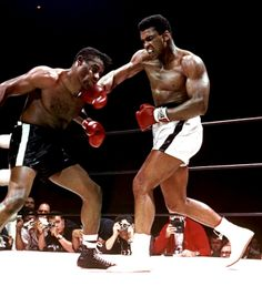 Muhammad Ali was one of the most inspiring athletes in history. Here are 30 of the greatest Muhammad Ali quotes to inspire you to achieve your own goals. Muhammad Ali Quotes, Muhammad Ali Boxing, Mohamed Ali, Kickboxing, Muay Thai, Ufc, Boxe Fight, Boxe Mma, Floyd Patterson