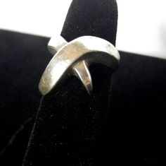 VINTAGE 1980s Heavy Zina Silver Modernist X Ring This beautiful ring is made by Zuma Jewelry who moved their headquarters to Beverly Hills in 1989. Am upscale silversmith with an eye for design and quality, this ring exemplifies their work. The X is almost an inch across and quite thick. It weighs 9.5 grams and is marked 925 Zina. Good used condition with minor surface scratches. Vintage Jewelry Rings