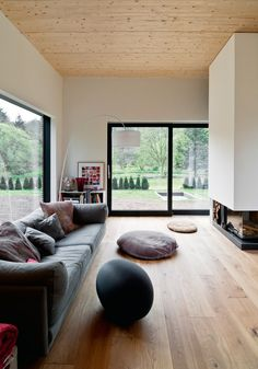 Fanal of Modernity Stadtvilla Hamburg Home Furniture, Furniture Design, House Extension Plans, Living Comedor, Piece A Vivre, Home Living Room, Windows And Doors, Sweet Home, New Homes