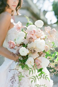 """From the editorial """"Old World Opulence at the Historic Vizcaya Gardens & Museum"""". We're completely head over heels in love with the lush arrangements in dusty rose hues that perfectly complemented the surrounding gardens of this Miami affair. 