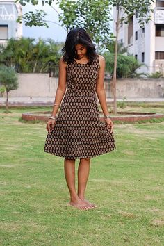 I finished sewing this dress several weeks ago but never got around to blogging about it. It is a free pattern available at Burdastyle . L...