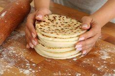 לחם שטוח עם קמח ללא גלוטן Baking Tips, Recipies, Gluten Free, Bread, Breakfast, Food, Recipes, Breakfast Cafe, Glutenfree