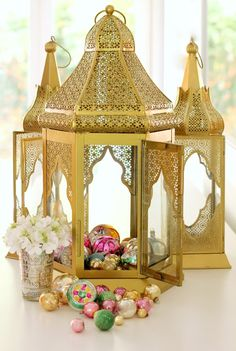 Beautiful Moroccan Christmas. I love the gold and pastels! citrusandorange