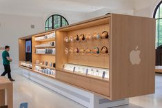 Apple Stores in The top new architecture and innovative designs Showroom Design, Shop Interior Design, Retail Design, Store Design, Display Design, Retail Architecture, Architecture Design, Mobile Shop Design, Apple Shop