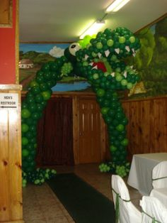 Arch dinosaur theme Minecraft Balloons, Dinosaur Balloons, Balloon Columns, Balloon Arch, Ideas Decoracion Cumpleaños, Balloon Decorations, Baloon Decor, Jurassic Park Party, Balloon Stands