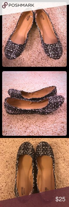 Textured scrunch flats Get these cute textured flats now!!! They are the hottest pattern in fashion right now!!! I literally only wore them once to realize I had bought the wrong size for myself!!! Too late to return them now. But they deserve a good home! ✅comes from a smoke/pet free home. Mossimo Supply Co Shoes Flats & Loafers