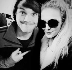 Zayn Malik, Perrie Edwards and Louis Tomlinson manip ...