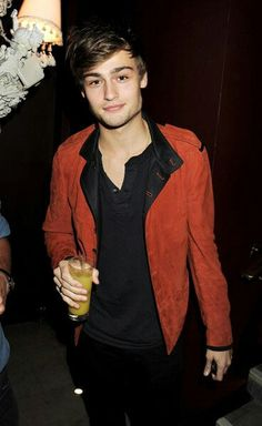 Douglas Booth. I love him.