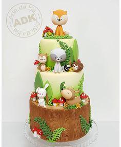 Cute Woodland theme birthday cake by Arte da Ka Baby Cakes, Baby Shower Cakes, Zoo Cake, Jungle Cake, Woodland Theme Cake, Woodland Party, Deco Cupcake, Rodjendanske Torte, Twin Birthday Cakes