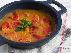 Pimientos del piquillo rellenos de bacalao. Receta de Semana Santa http://www.directoalpaladar.com/recetas-de-pescados-y-mariscos/pimientos-del-piquillo-rellenos-de-bacalao-receta-de-semana-santa
