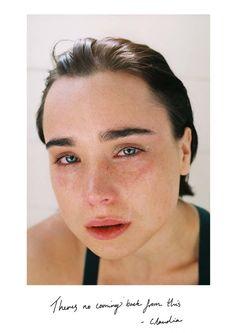j'ai passé des mois à photographier mes amis pleurer sous la douche | look | i-D