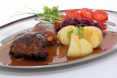 Rindsschnitzel in Rotweinsauce - Rezept | GuteKueche.at Drying Room, Wine List, Kraut, Steak, Lunch, Snacks, Food, Lemon Zucchini, Red Peppers