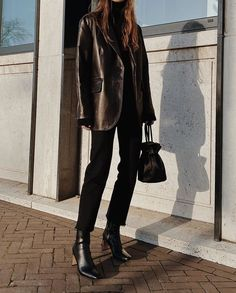 leather jacket outfit See and shop the Who What Wear collection belted leather blazer for Target. Star Fashion, Look Fashion, Winter Fashion, Runway Fashion, Mode Outfits, Stylish Outfits, Fashion Outfits, Fashion Tips, Fashion Trends