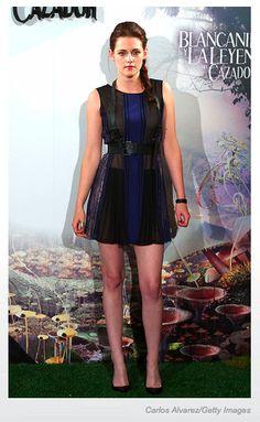 Kristen Stewart en Madrid en la presentación de la película Snow White and the Huntsman luciendo un vestido BCBG Pre-Fall 2012.  via: E!fashionpolice
