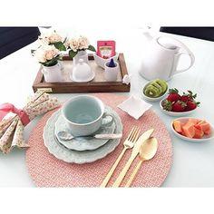 Depois de uma semana corrida, consegui sentar para tomar um café da manhã... Muito bom começar o dia com enegia boa e cor de rosa... Good Vibes  #semanamesahits_lavieenrose  #mesaposta #mesahits #lardocemesa #pink #pinkoctober #outubrorosa #mesaposta #olioliteam