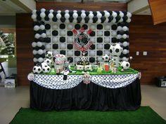 Quer fazer uma festa para seu filho e não sabe qual o melhor tema utilizar? Já pensou em tema sobre times de futebol? Veja nessa matéria dicas de como decorar uma festa infantil relacionada ao time do Corinthians.