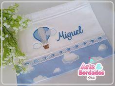 Toalhinha Escolar de Boca Tem Baby Embroidery, Machine Embroidery, Embroidery Designs, Baby Kit, Patch Quilt, Baby Decor, Burp Cloths, Cute Designs, Future Baby
