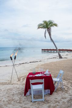Follow that engagement with an even more romantic dinner for two! #SecretsCapriRivieraCancun #Mexico #DestinationWedding