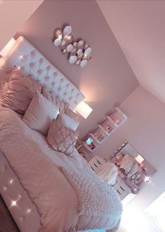 35 Best DIY Pink Living Room Decor Ideas For Teenage Girls - Page 13 - Chi ., 35 Best DIY Pink Living Room Decor Ideas For Teenage Girls - Page 13 - Chic Cu . room When it reaches to bedroom decor thoughts, a few things bring facility stage. Pink Bedroom Design, Girl Bedroom Designs, Pink Bedroom Decor, Girs Bedroom Ideas, Diy Bedroom Decor For Teens, Diy Room Decor Tumblr, Pink Home Decor, Room Ideas Bedroom, Bedroom Green