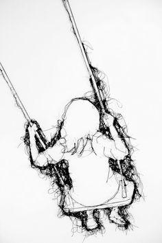 Di questi ultimi tempi capita empre più spesso di imbattersi nel lavoro di artisti che usano lane, fili di cotene, uncinetto e tessuti vari per creare le proprie opere. Ultimo esempio, per lo meno …