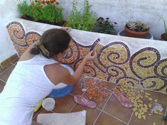 Decorating Blue Mosaic Outdoor Table Mosaic Tile Centerpieces Garden Mosaic Tiles The Inspiration of Mosaic Table Ideas Mosaic Tile Art, Mosaic Backsplash, Blue Mosaic, Pebble Mosaic, Mosaic Diy, Mosaic Garden, Mosaic Crafts, Mosaic Projects, Mosaic Glass